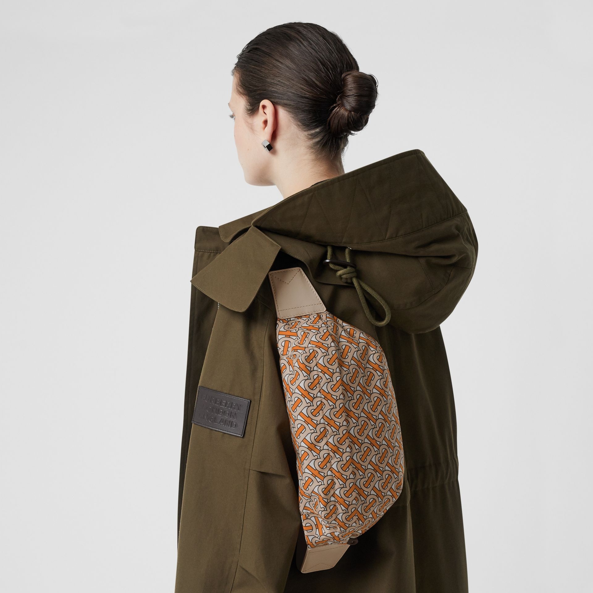 Sac banane moyen Monogram (Orange Vif) - Femme | Burberry - photo de la galerie 2