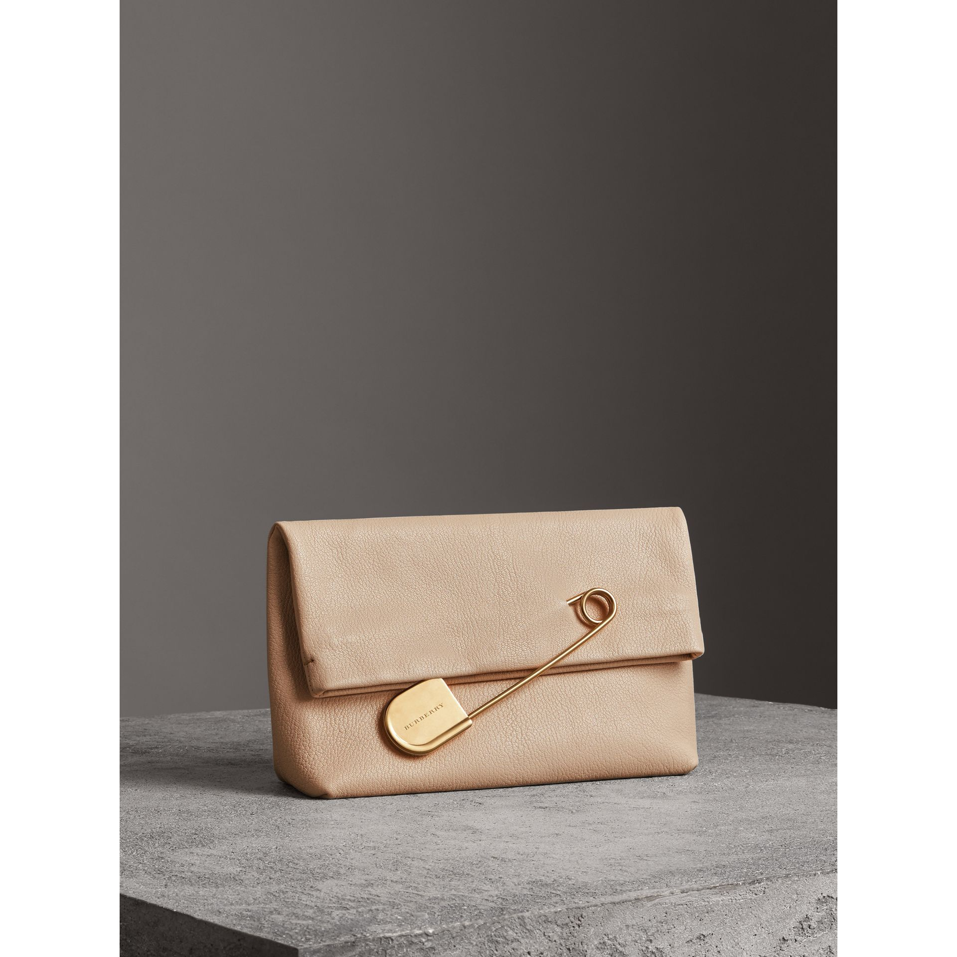 The Medium Pin Clutch in Leather in Stone - Women | Burberry Singapore - gallery image 4