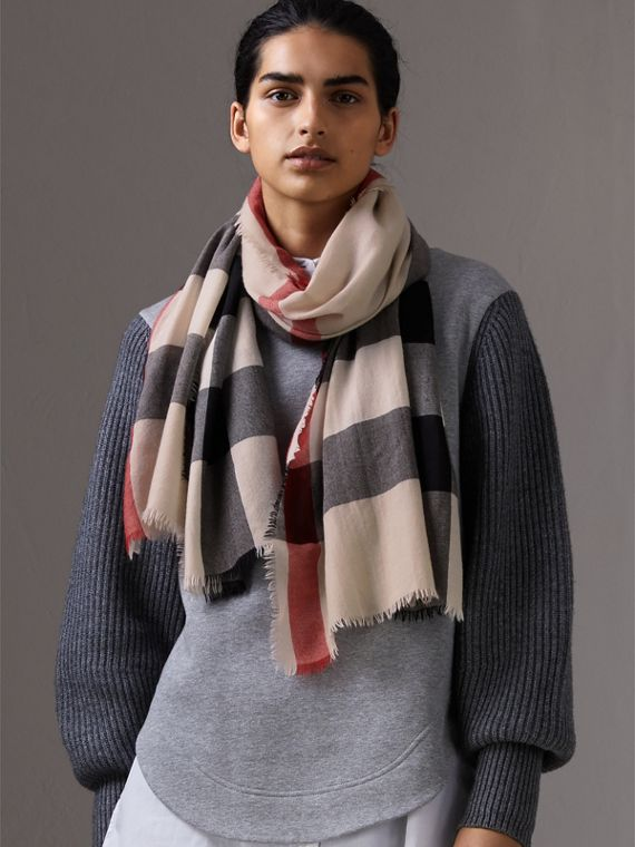 The Lightweight Check Cashmere Scarf in Stone | Burberry United Kingdom - cell image 2
