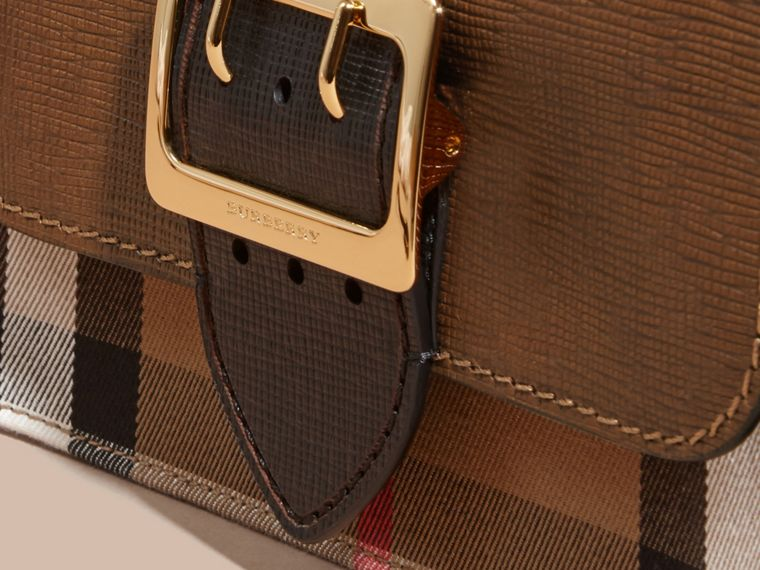 Borsa The Buckle media con motivo House check e pelle effetto texture (Marroncino/nero) - cell image 1