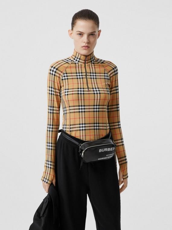 Blusa de gola rolê em malha stretch com estampa Vintage Check (Bege)