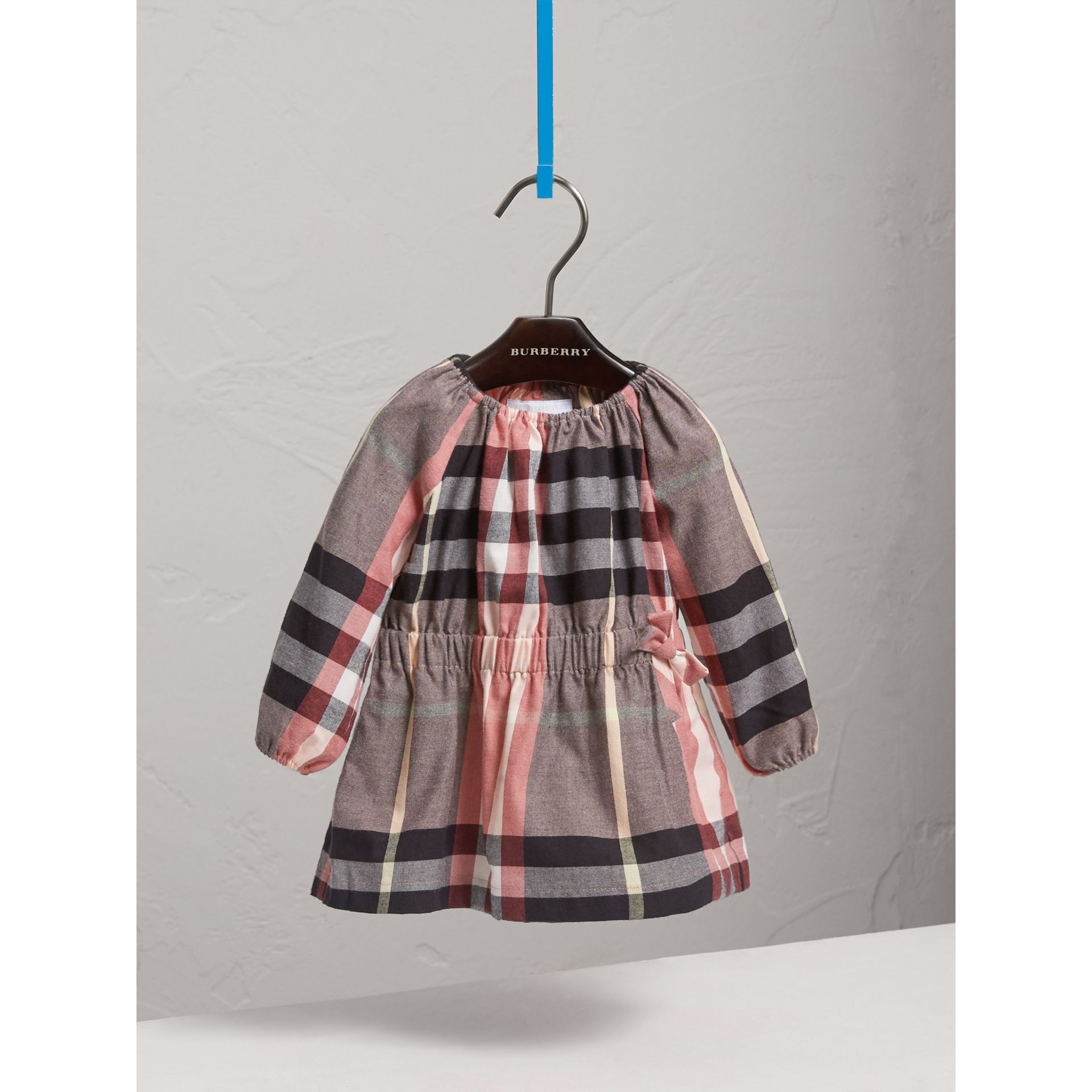 Robe en flanelle de coton à motif check et fronces (Rose Cendré) | Burberry - photo de la galerie 3