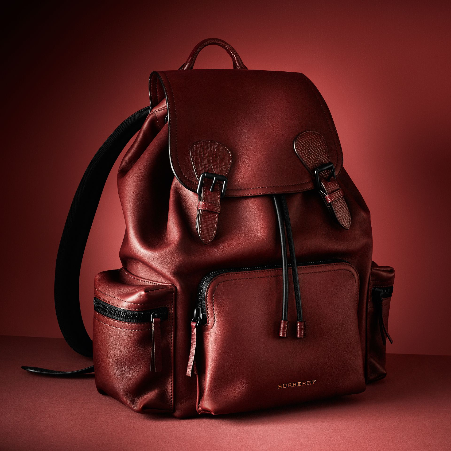 Burgundy red The Large Rucksack in Water-repellent Leather Burgundy Red - gallery image 10