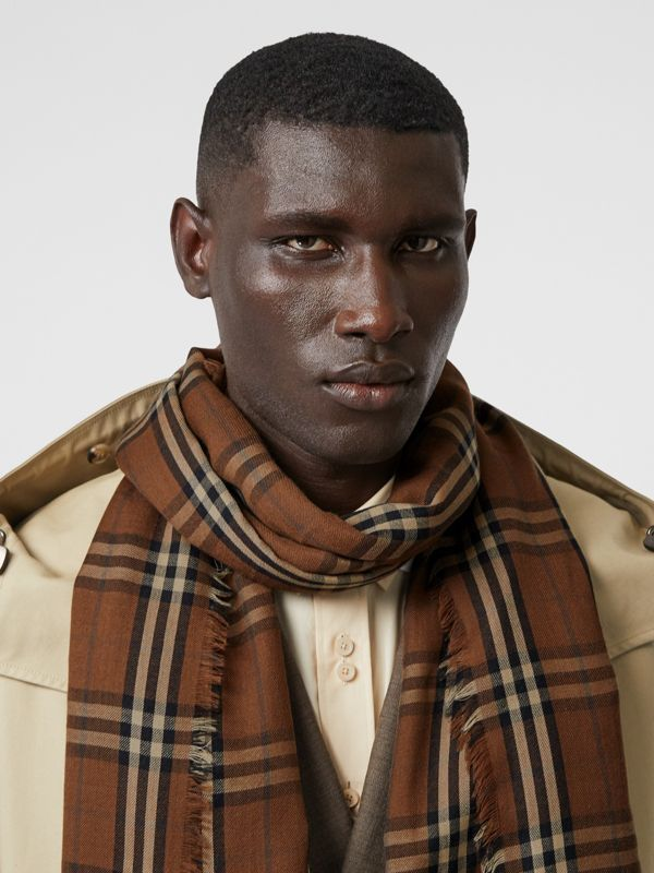 Vintage Check Lightweight Cashmere Scarf in Bridle Brown | Burberry United Kingdom - cell image 3