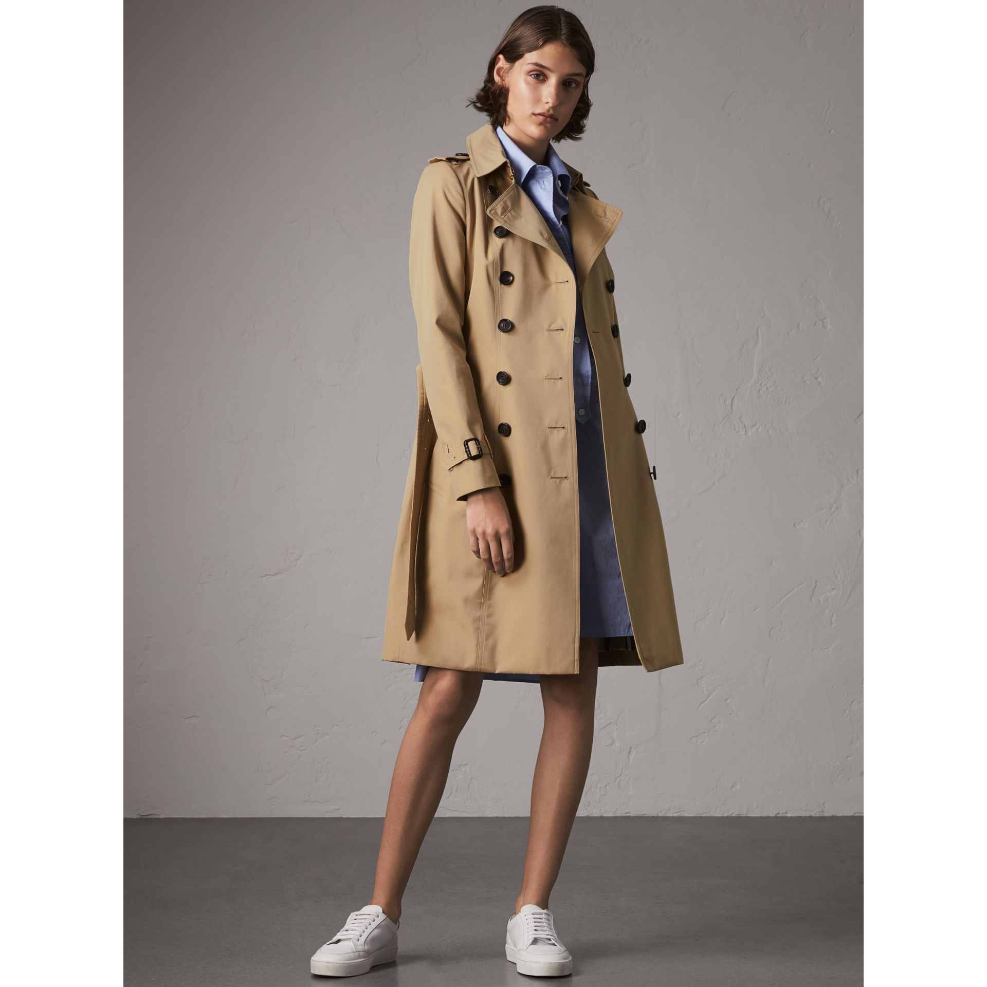 The Chelsea – Long Trench Coat in Honey - Women | Burberry United Kingdom - gallery image 8
