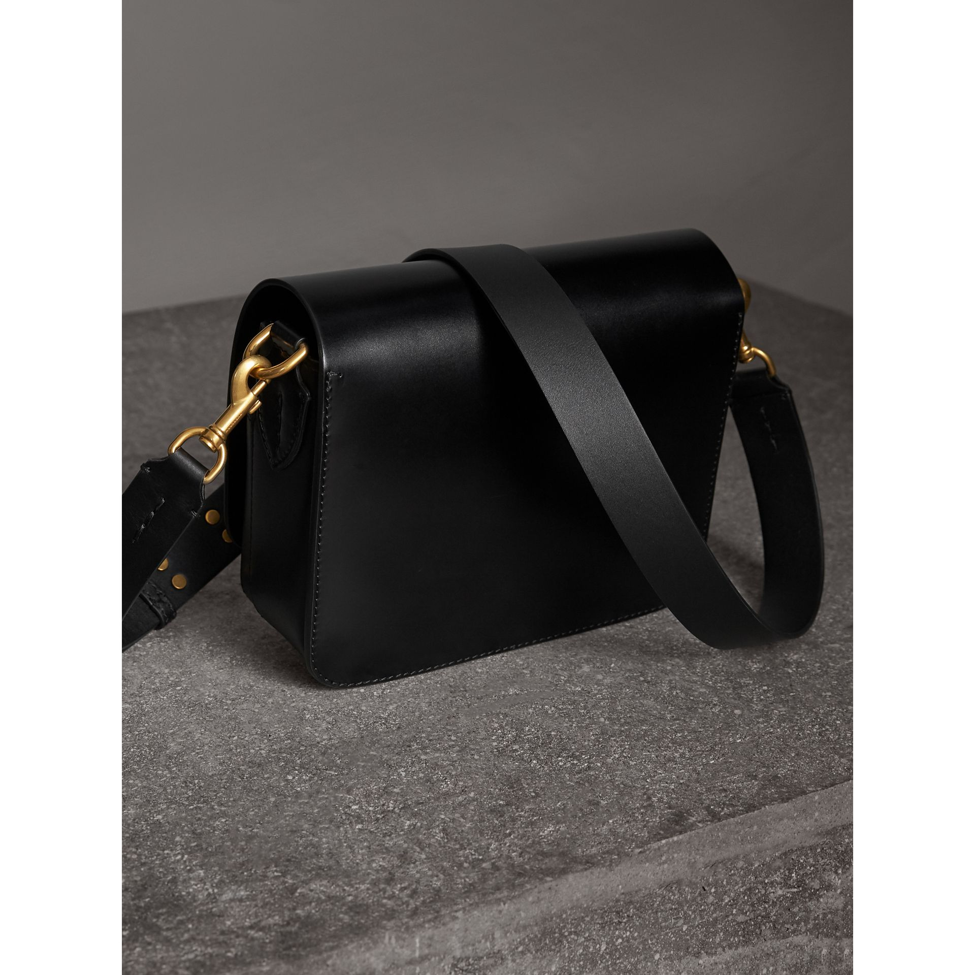 Sac The Satchel carré en cuir de tannage végétal (Noir) - Femme | Burberry - photo de la galerie 3