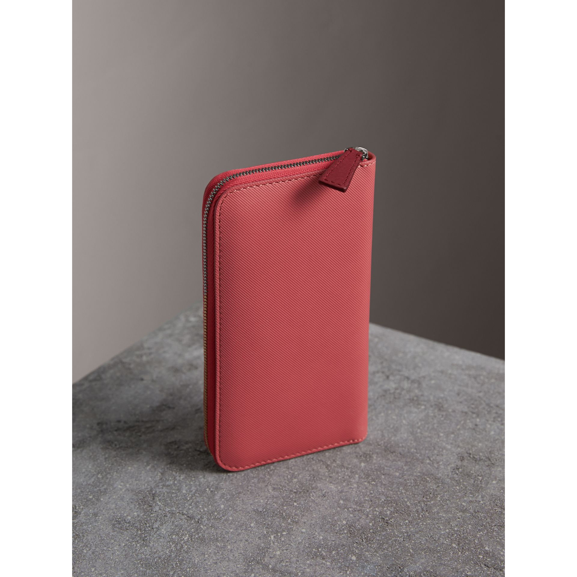 Two-tone Trench Leather Ziparound Wallet in Blossom Pink - Women | Burberry United Kingdom - gallery image 2