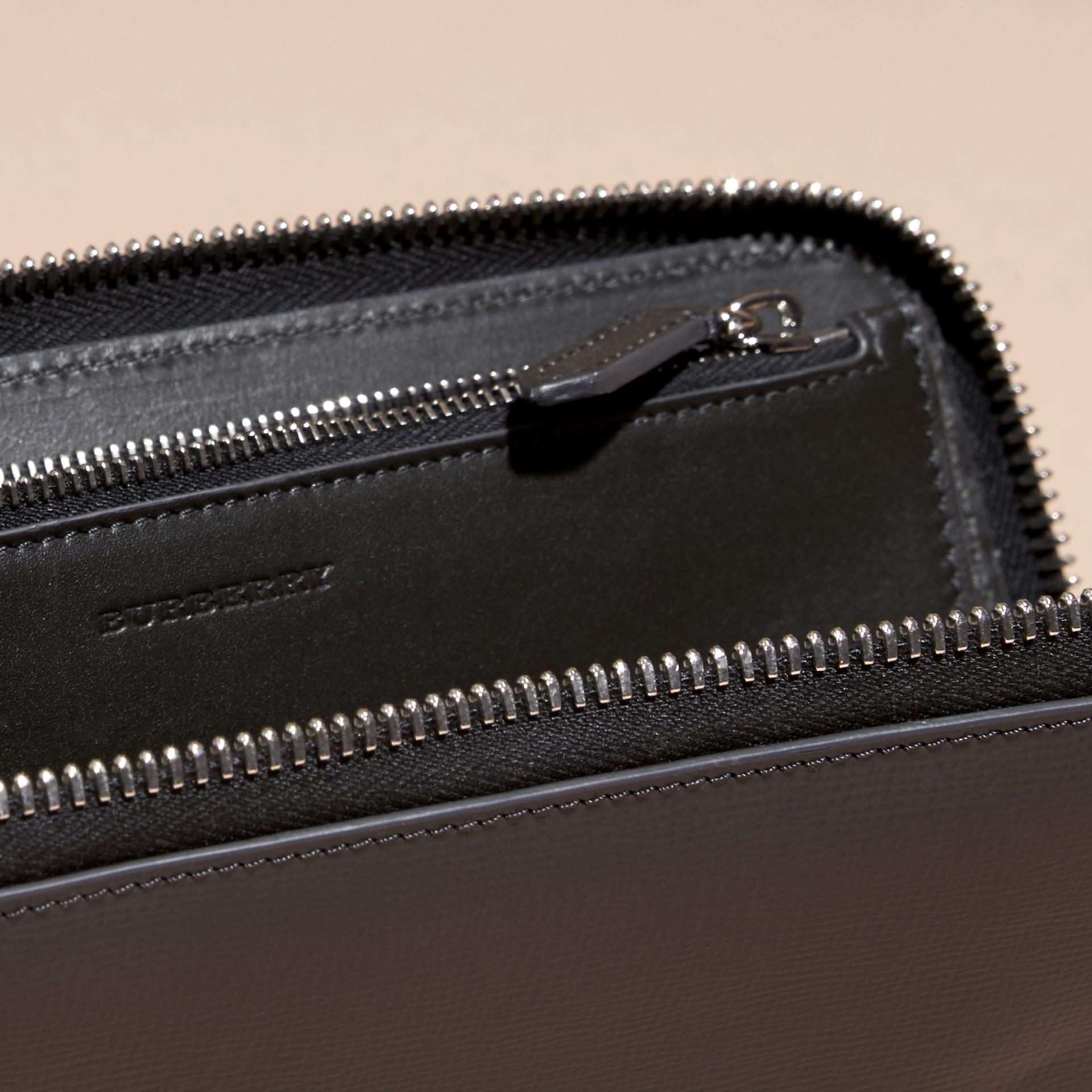 Anthracite/noir Portefeuille color-block à contour zippé en cuir London Anthracite/noir - photo de la galerie 5