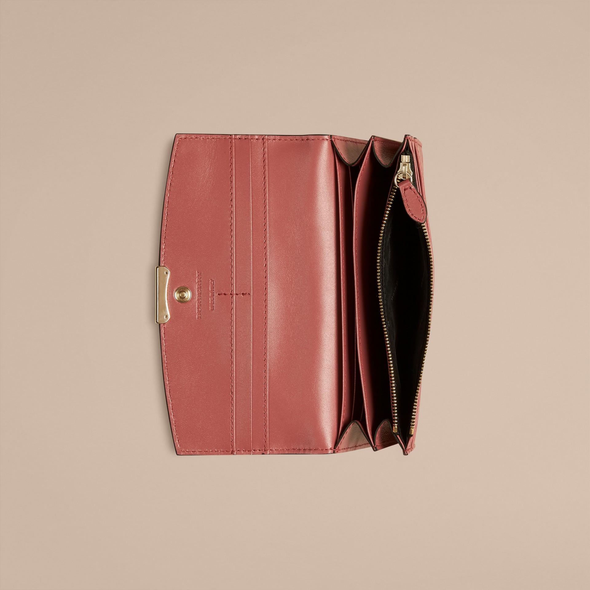 Rosa antigo Carteira continental de couro de grão Burberry Rosa Antigo - galeria de imagens 4