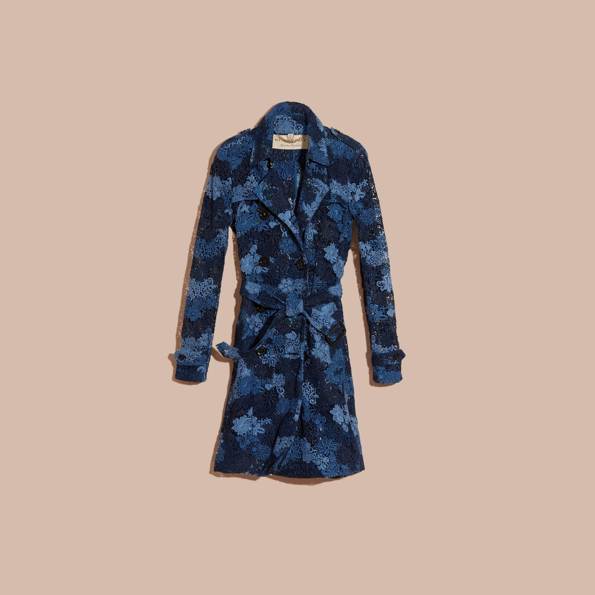 Bleu encre Trench-coat en macramé de dentelle italienne à motif floral - photo de la galerie 3