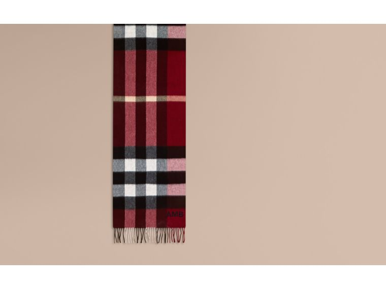 The Large Classic Cashmere Scarf in Check in Parade Red | Burberry United Kingdom - cell image 1