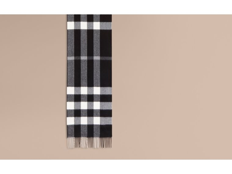 The Large Classic Cashmere Scarf in Check in Black | Burberry - cell image 1
