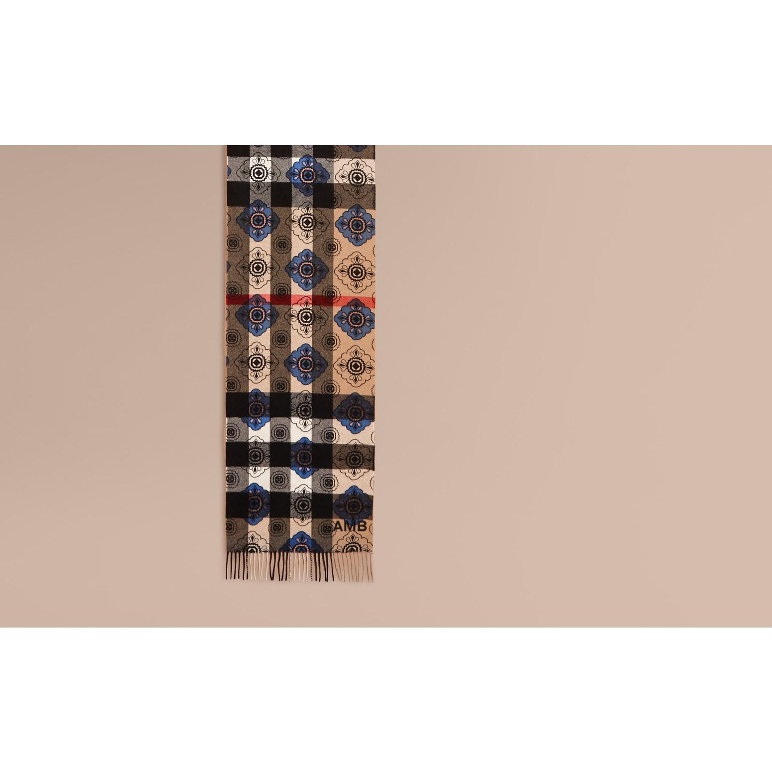 Bleu acier Écharpe réversible en cachemire à motif check et imprimé mosaïque géométrique - photo de la galerie 2