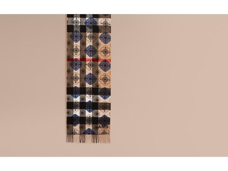 Bleu acier Écharpe réversible en cachemire à motif check et imprimé mosaïque géométrique - cell image 1