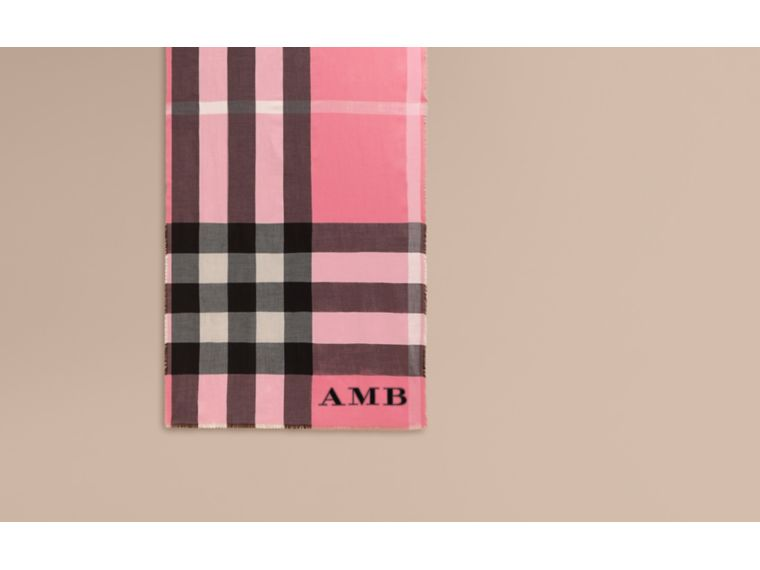The Lightweight Cashmere Scarf in Check Rose Pink - cell image 1