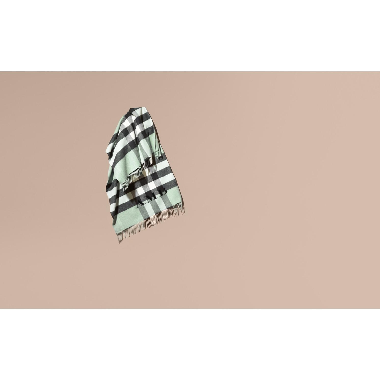 Menthe cendrée Poncho en cachemire et laine à motif check Menthe Cendrée - photo de la galerie 2