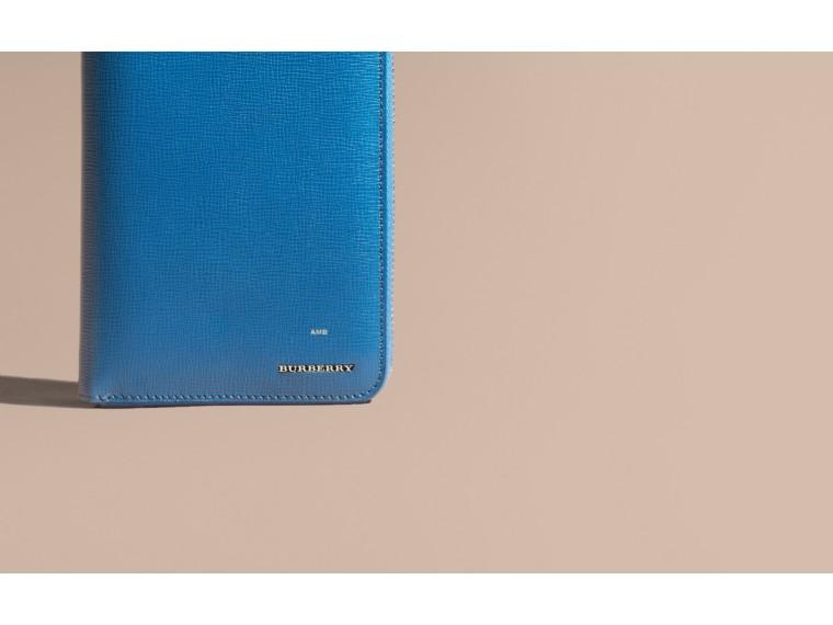 London 皮革環繞式拉鍊皮夾 礦藍色 - cell image 1