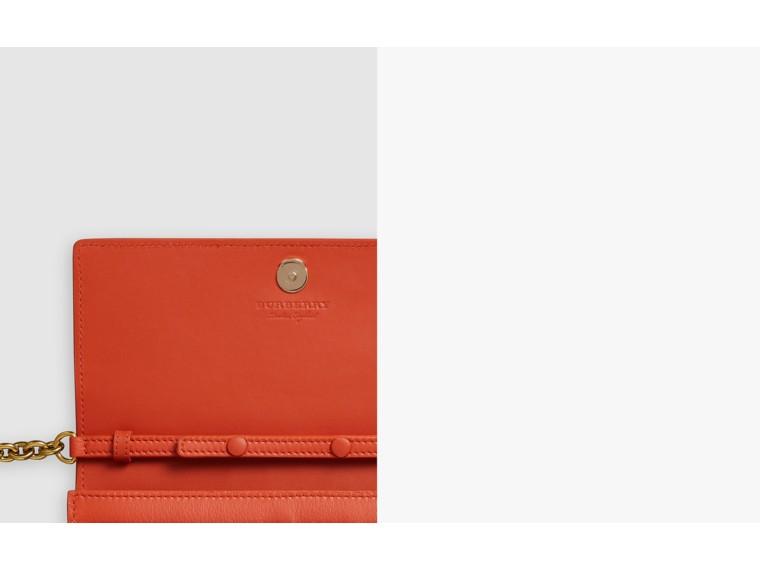 Carteira de couro com bordado e corrente (Clementina Escuro) - Mulheres | Burberry - cell image 1
