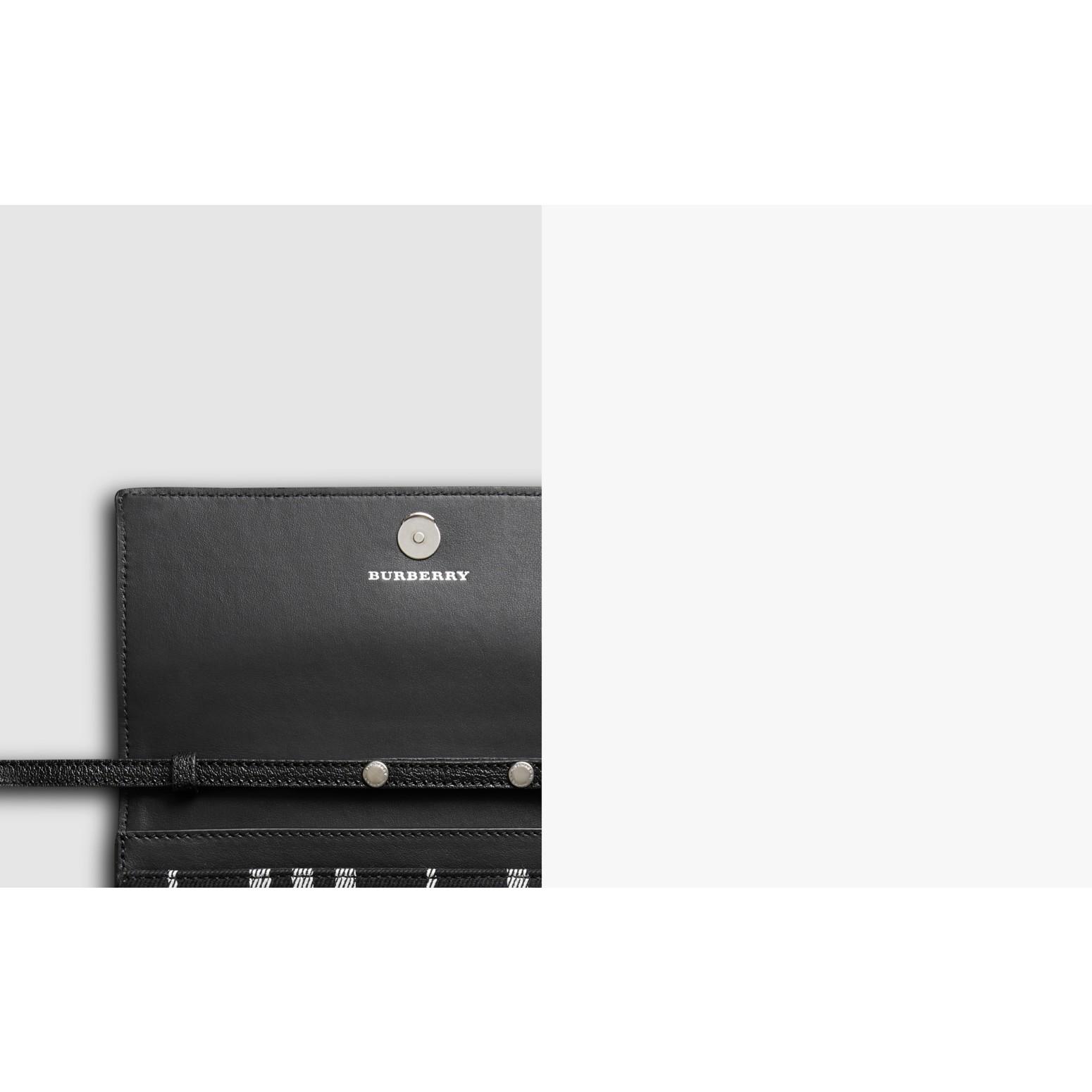 Brieftasche aus Baumwolle und Leder mit Schottenmuster und Kettenriemen (Tiefes Marineblau/schwarz) - Damen | Burberry - Galerie-Bild 1