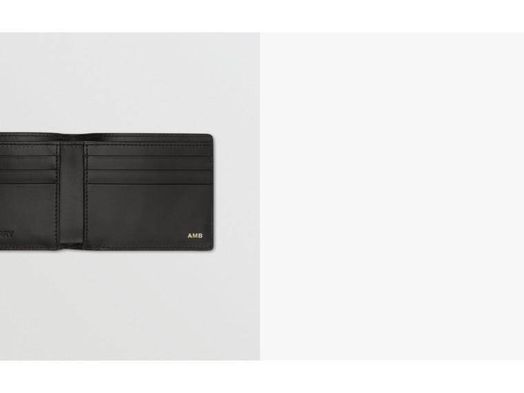Portefeuille à rabat avec imprimé 3D (Beige D'archive) - Homme | Burberry Canada - cell image 1