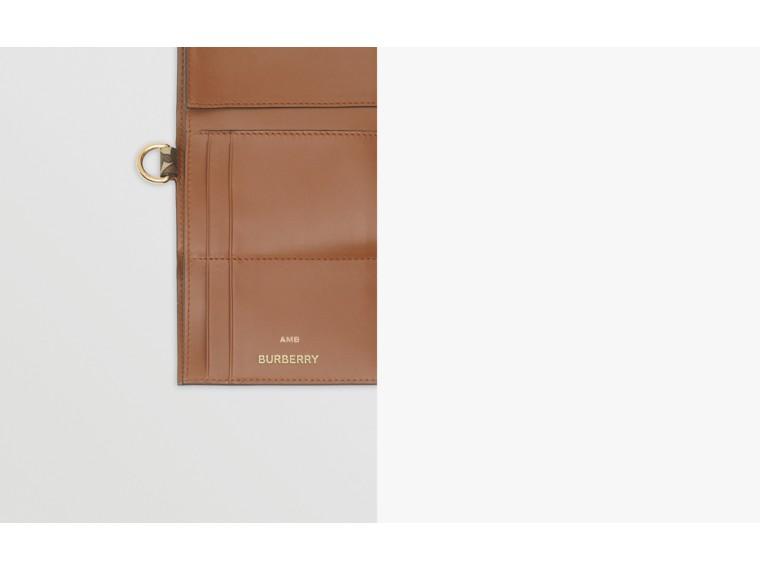 Petit portefeuille à rabat en toile écologique Monogram (Brun Bride) - Homme | Burberry - cell image 1