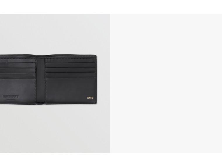 ロゴ&アイコンストライププリント インターナショナル バイフォールドウォレット (ブラック) | バーバリー - cell image 1