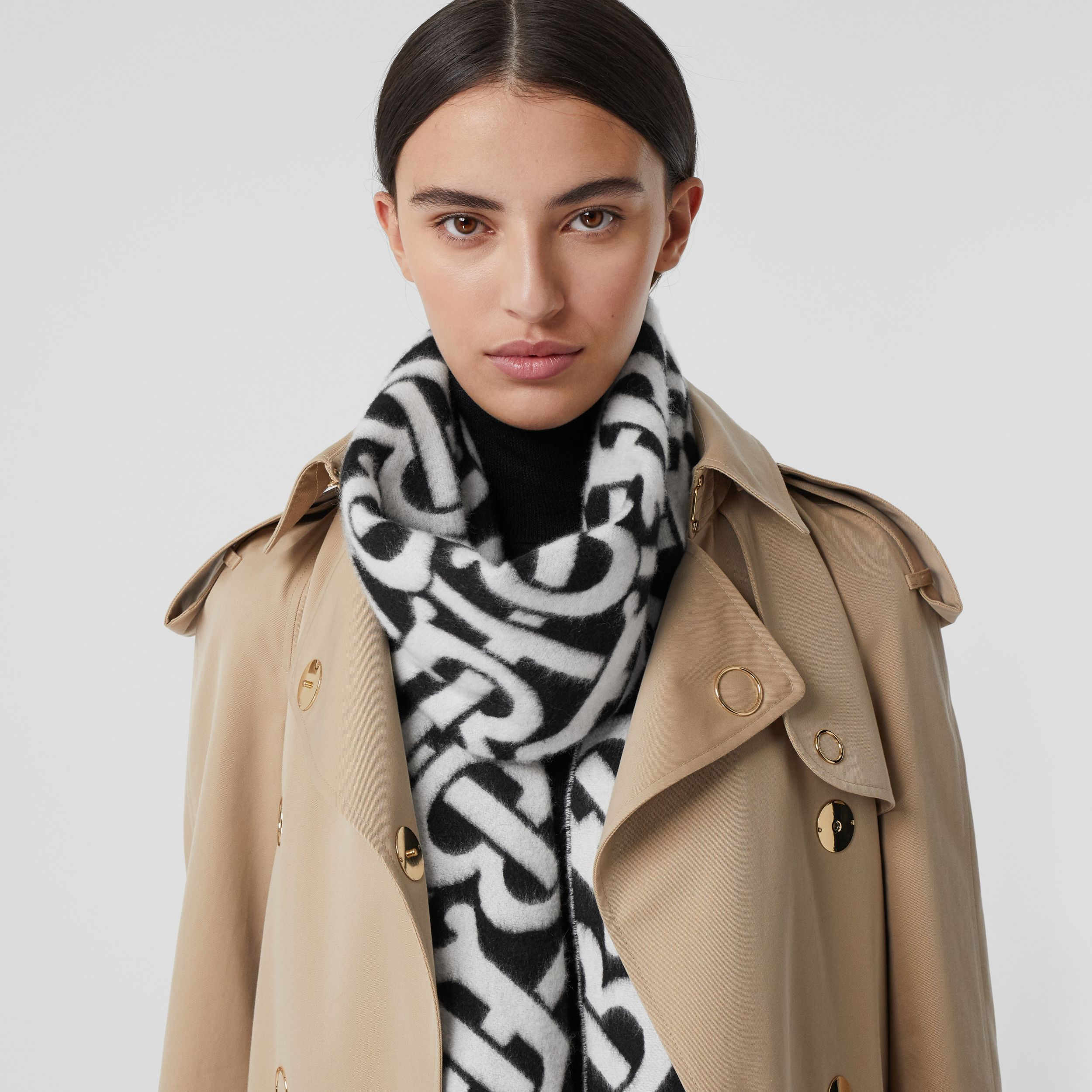Monogram Cashmere Jacquard Scarf in Black/white | Burberry United Kingdom - 3