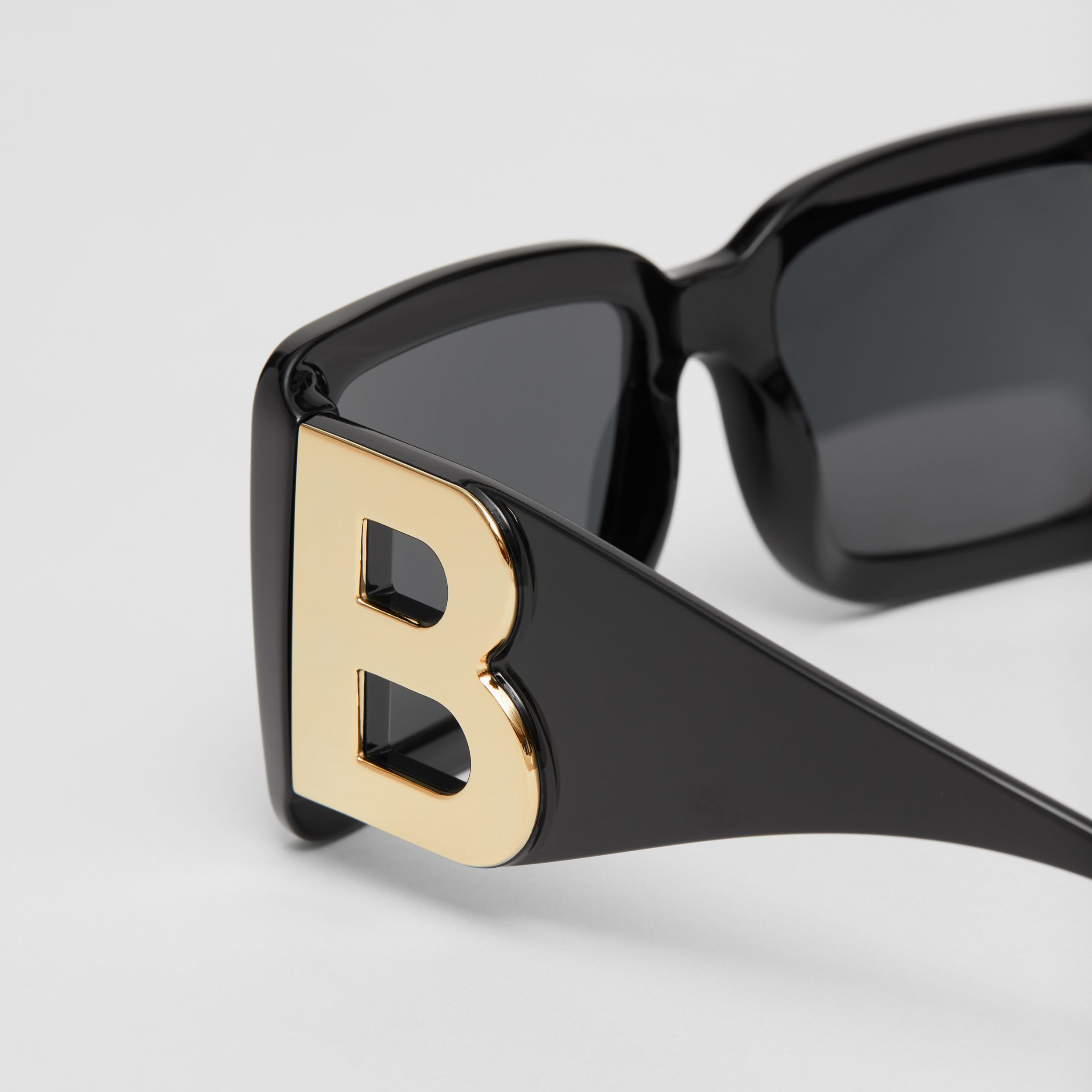 B Motif Square Frame Sunglasses in Black | Burberry United States - 2