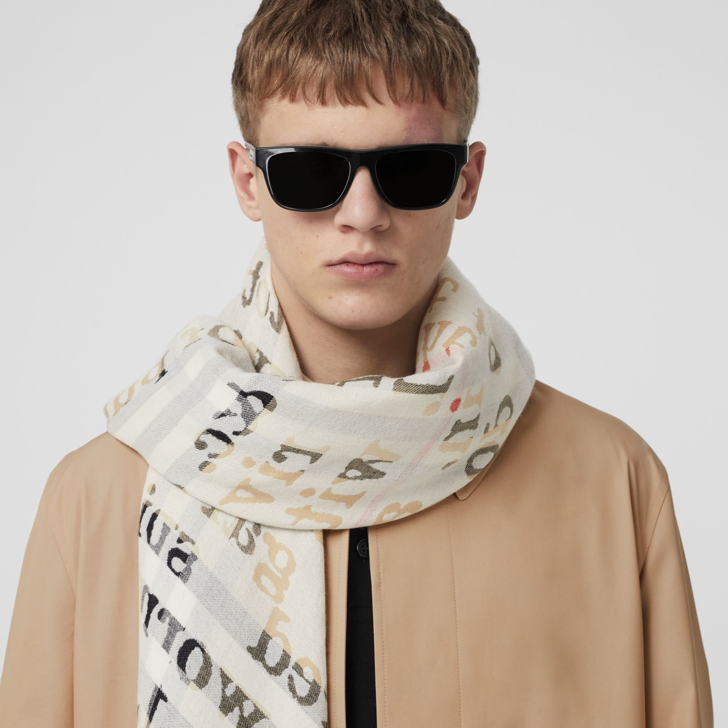 Love and Check Cashmere Jacquard Scarf in Archive Beige | Burberry - 3