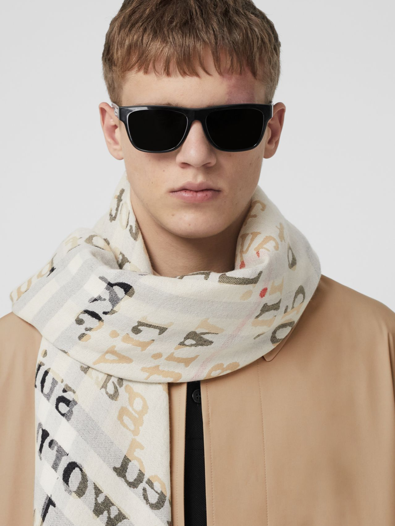 Love and Check Cashmere Jacquard Scarf in Archive Beige