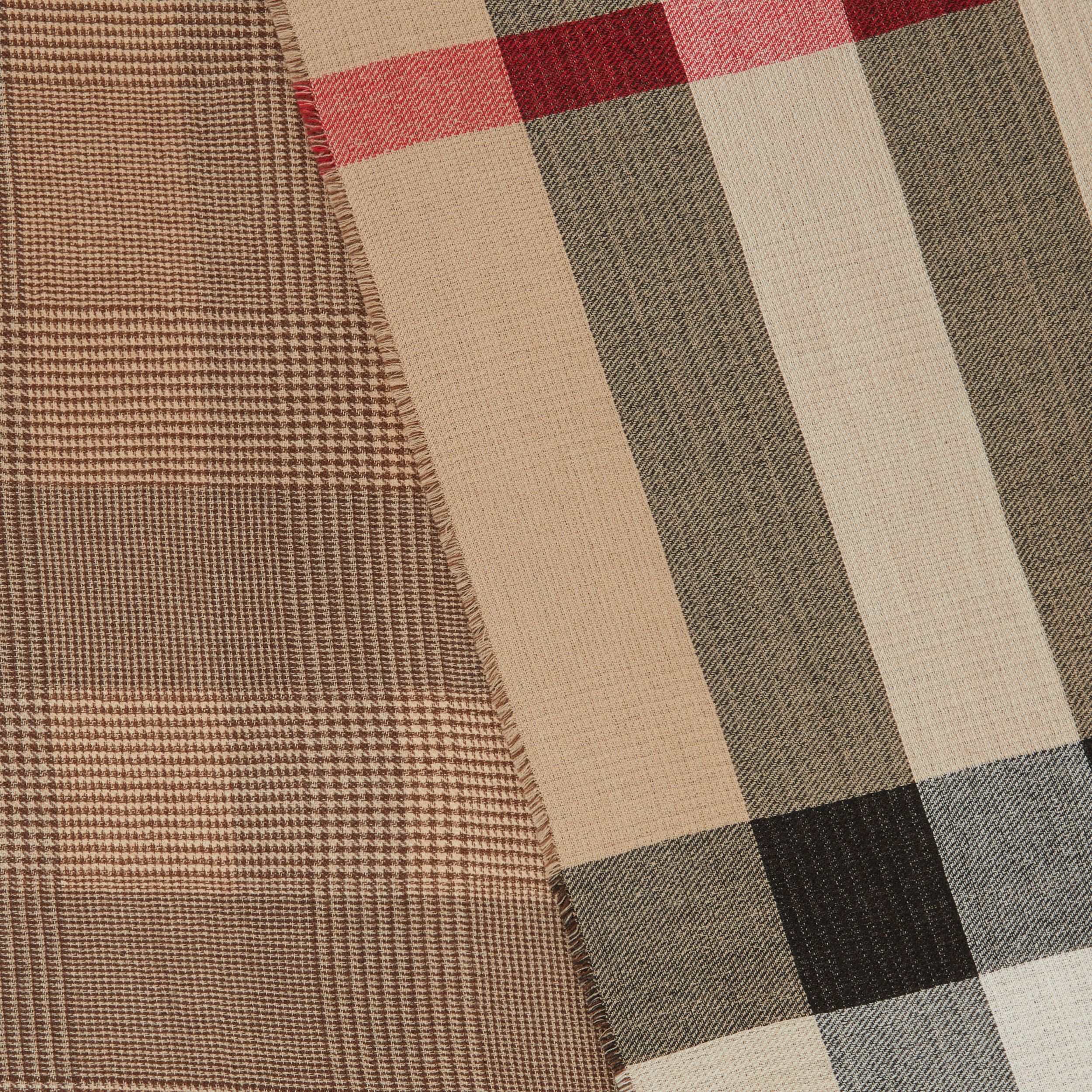 Reversible Check Cashmere Scarf in Archive Beige | Burberry - 2