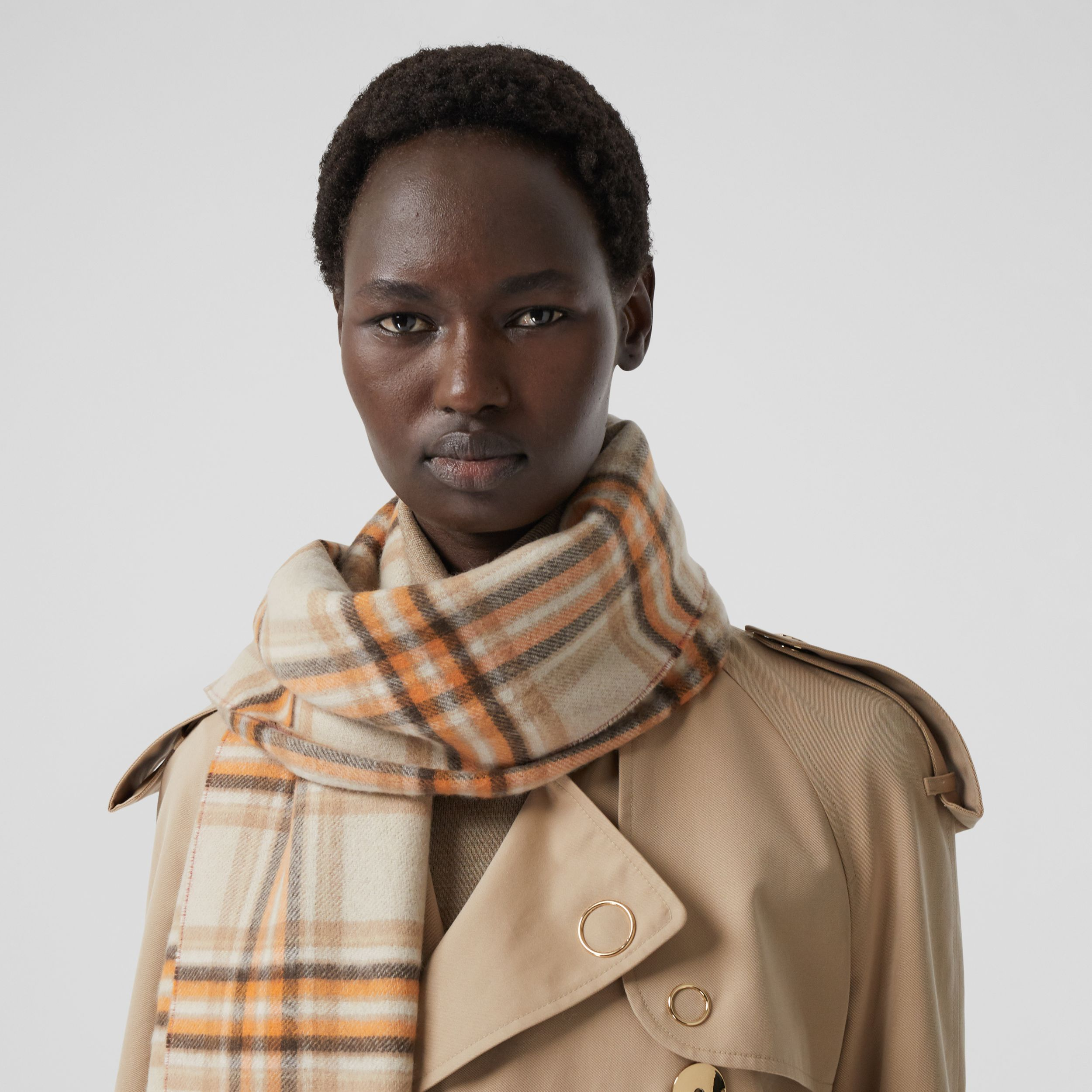 Reversible Check and Icon Stripe Cashmere Scarf in Beige | Burberry United Kingdom - 3