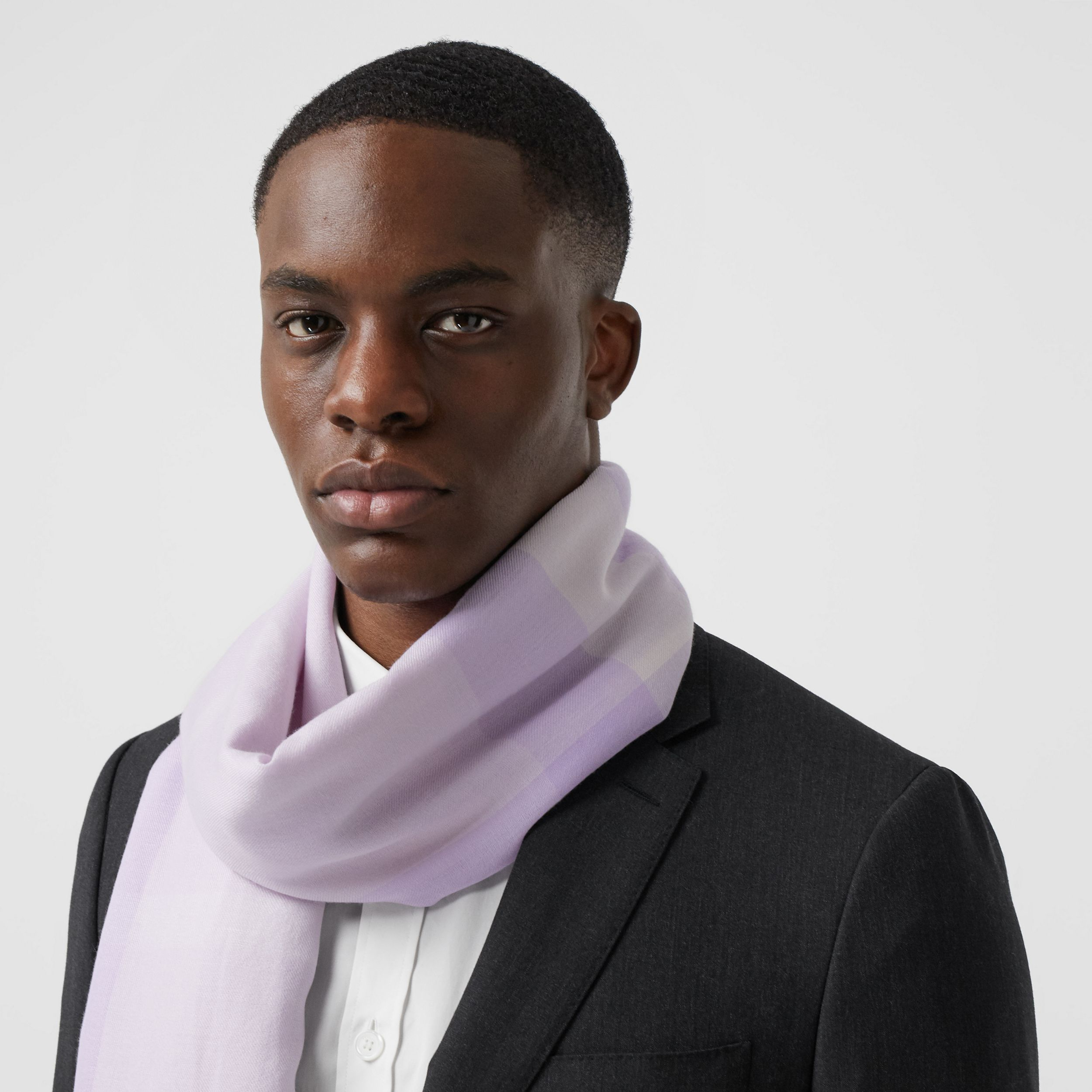 Lightweight Check Cashmere Scarf in Lilac | Burberry - 4