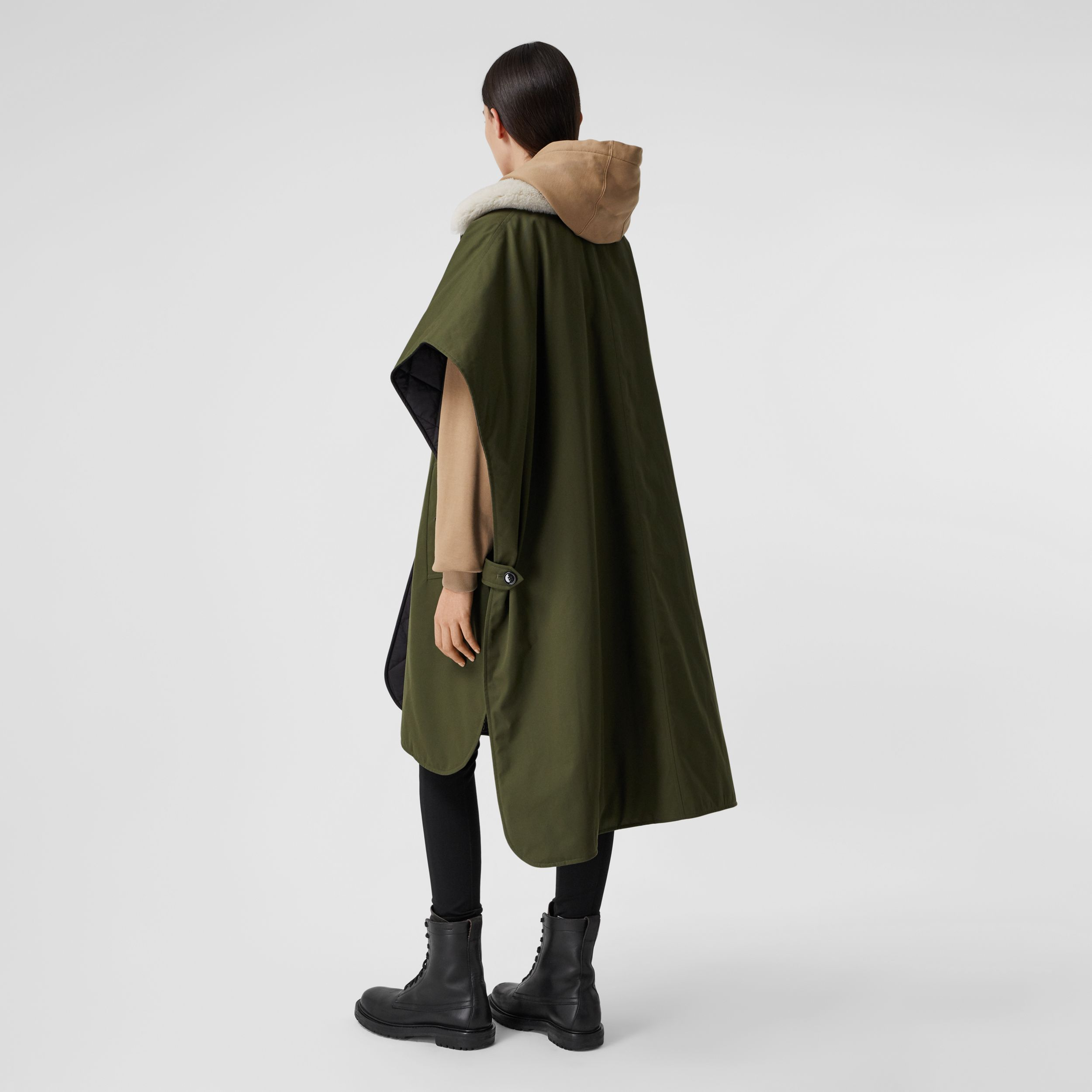 Fleece Collar Reversible Cotton Gabardine Cape in Dark Olive Green - Women | Burberry Singapore - 3
