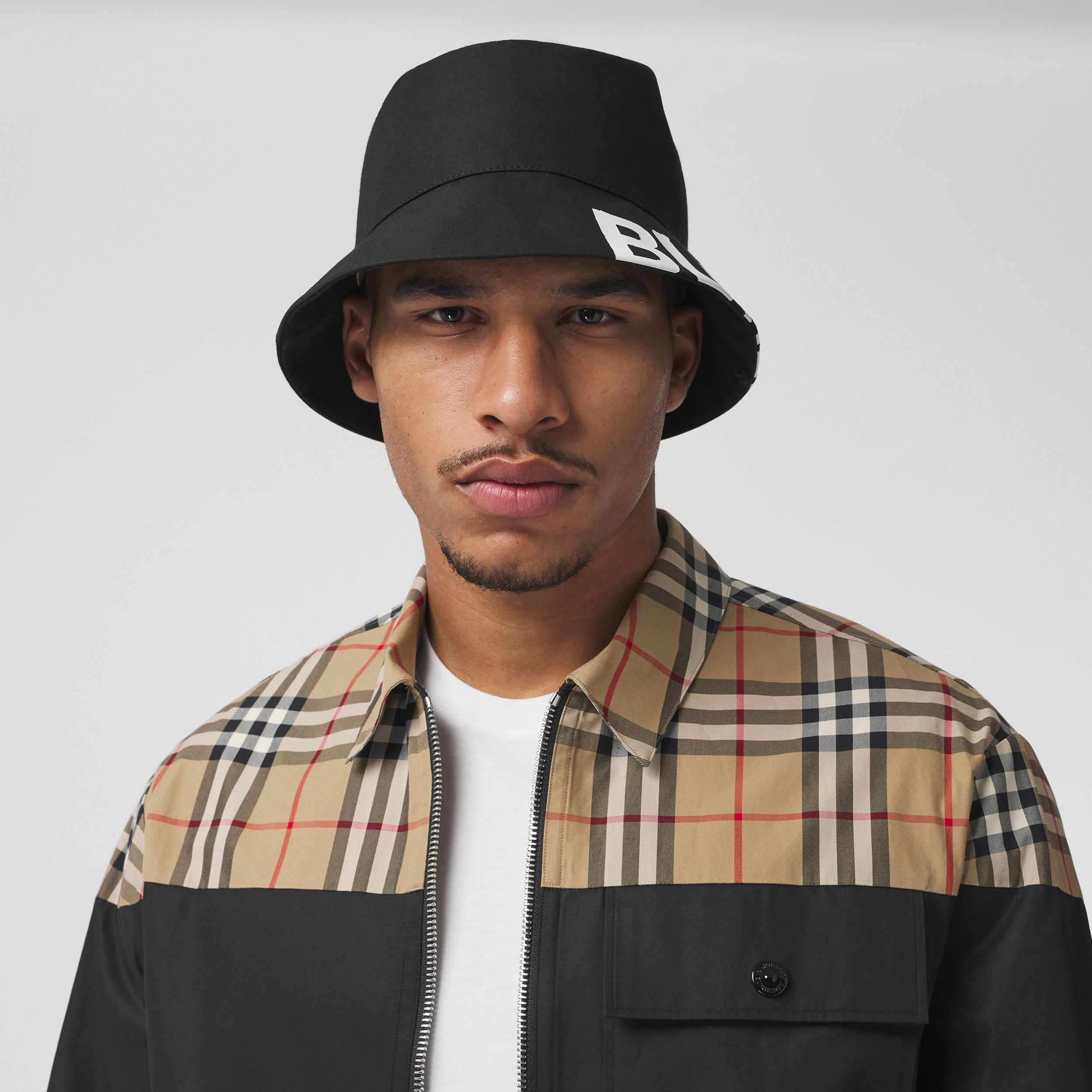 Reversible Logo Print Cotton Gabardine Bucket Hat in Black | Burberry United States - 4