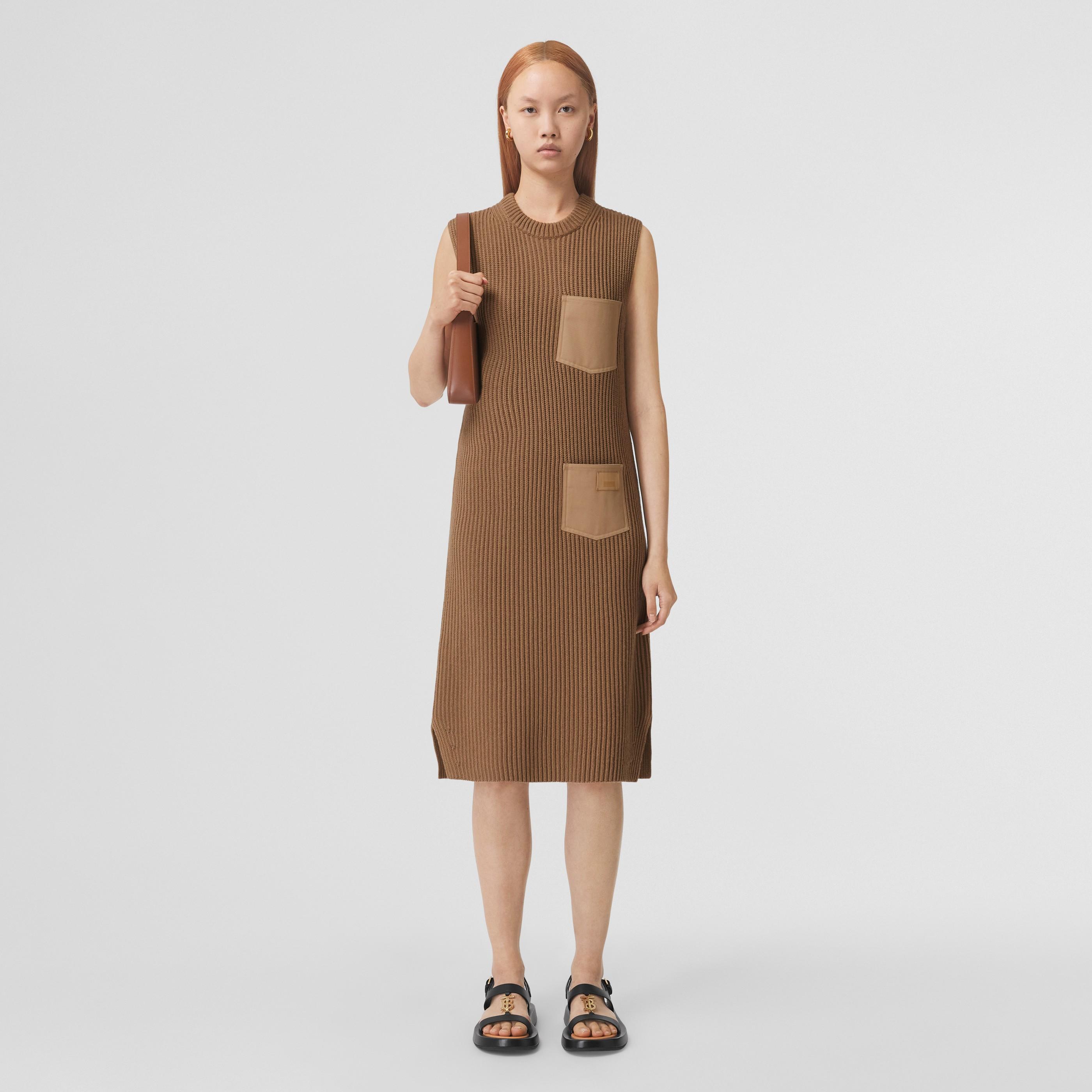 Abito in cashmere e cotone a costine con applicazione con logo (Cammello) - Donna | Burberry - 1