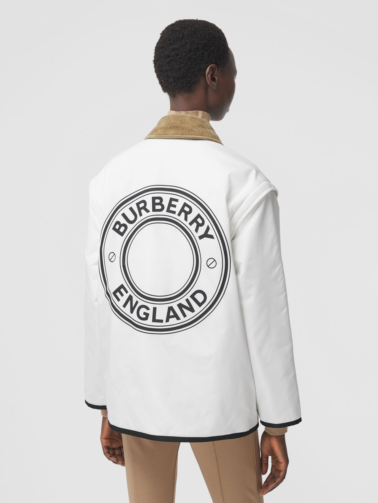 Detachable Sleeve Reversible Logo Graphic Jacket in Natural White