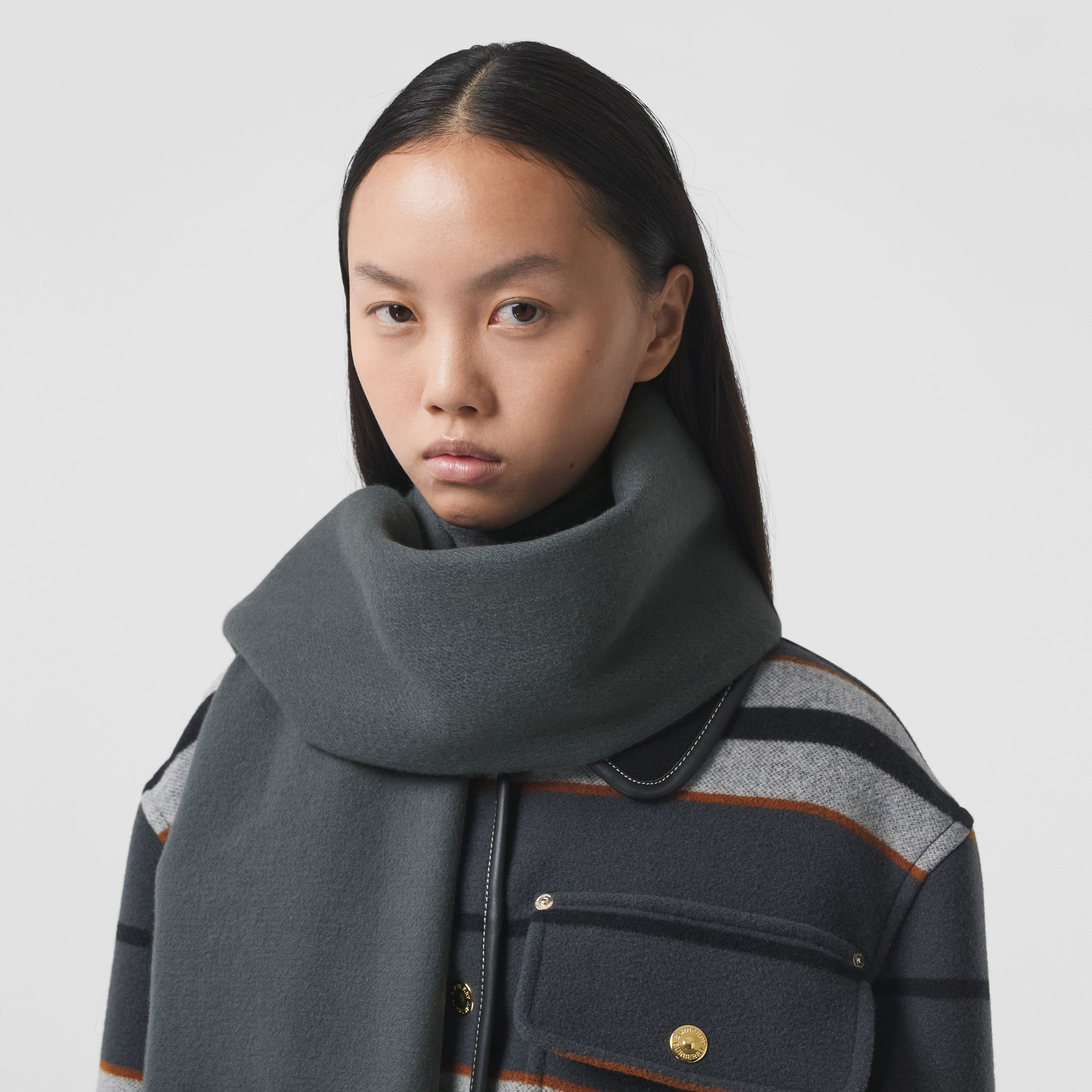 Icon Stripe Cashmere Jacquard Scarf in Mid Grey | Burberry - 3