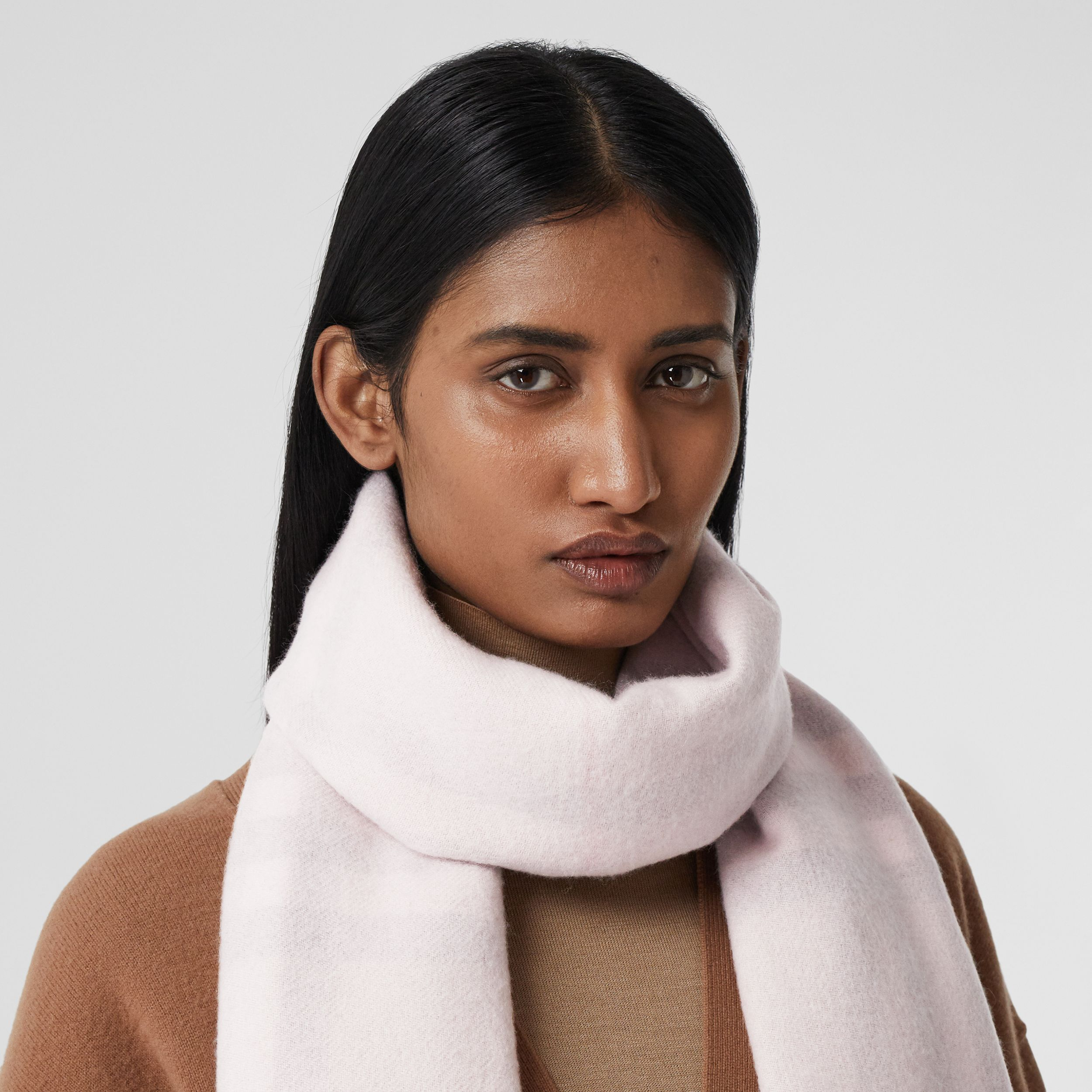 Reversible Check Cashmere Scarf in Frosted Pink | Burberry United States - 3