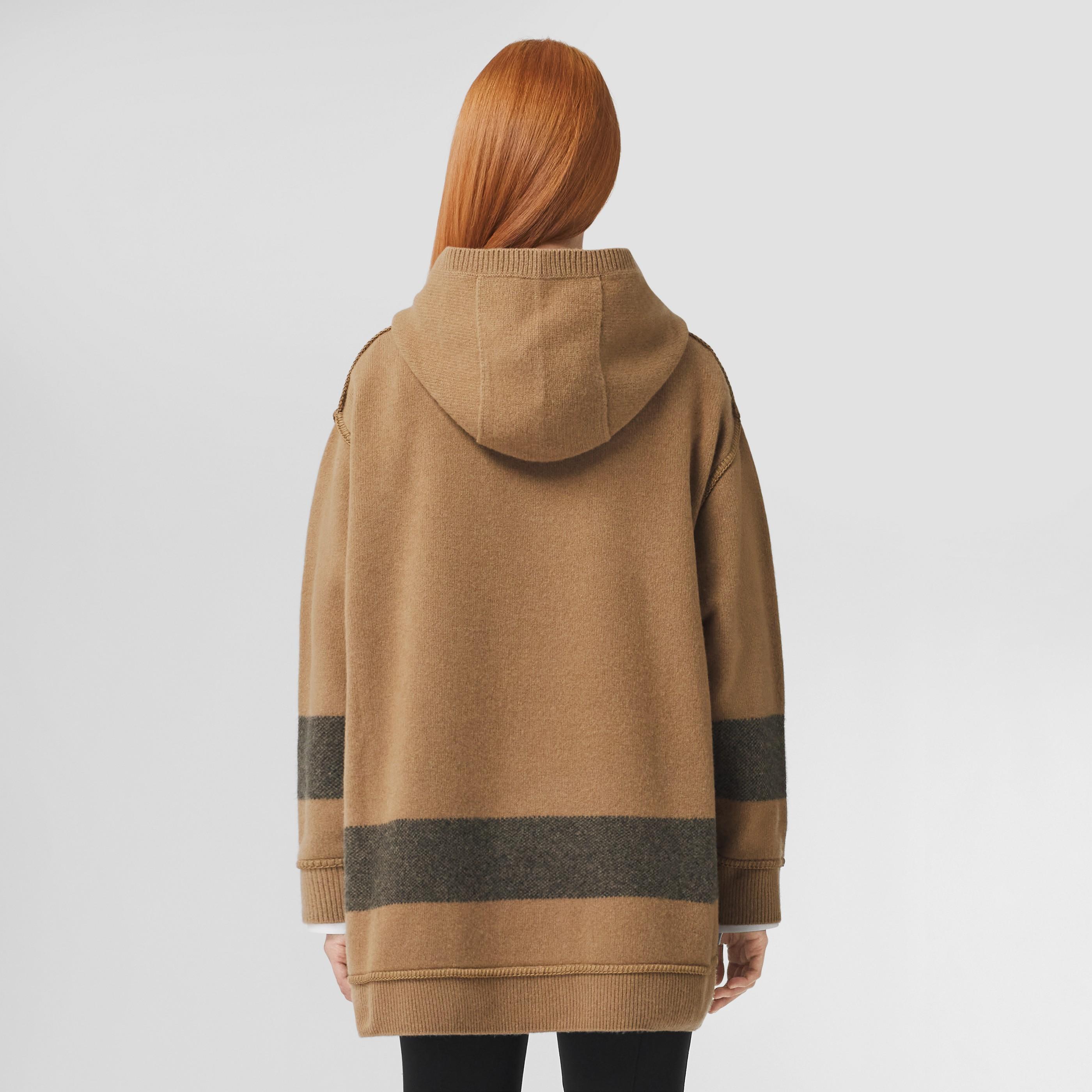 Felpa oversize in lana e cashmere con cappuccio e riga decorativa (Cammello) - Donna | Burberry - 3