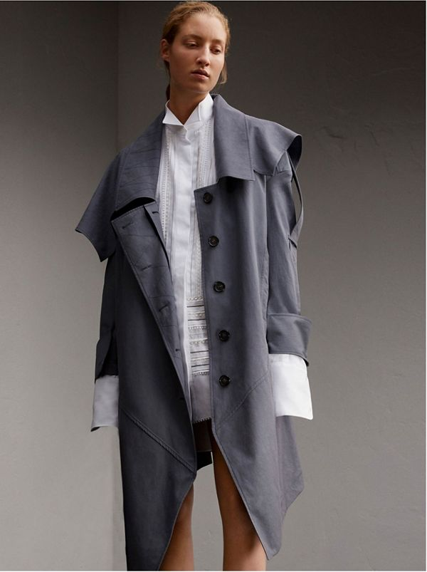 Trench coat asimmetrico in gabardine tropicale