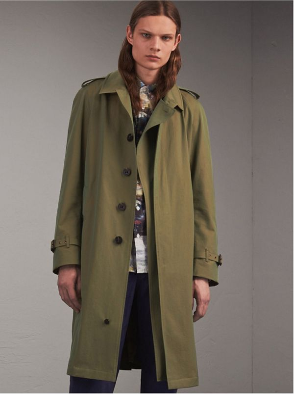 Trench coat in gabardine tropicale con patta antipioggia oversize