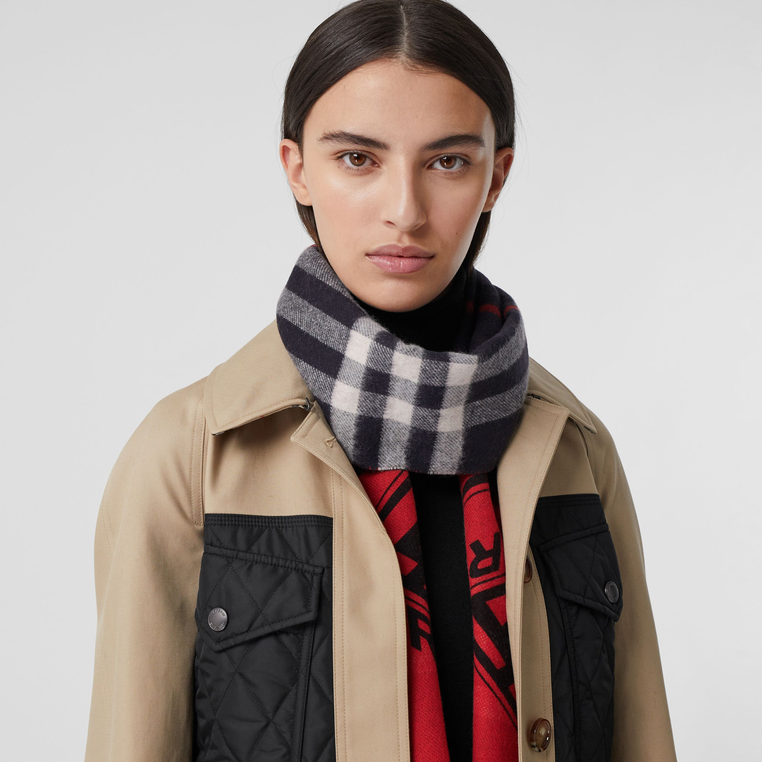 Reversible Check and Logo Graphic Cashmere Scarf in Navy/red | Burberry - 3