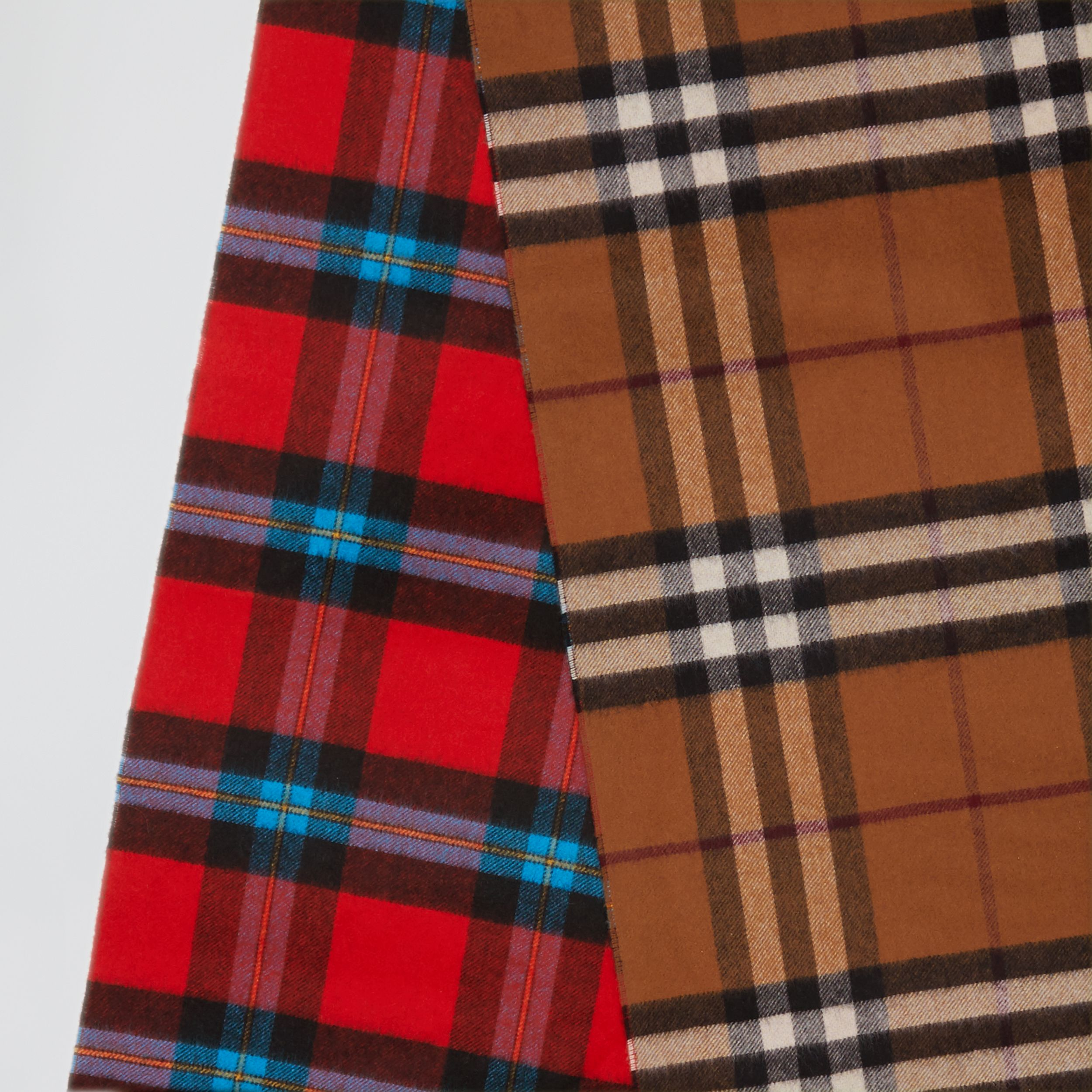 Reversible Contrast Check Cashmere Scarf in Birch Brown | Burberry - 2