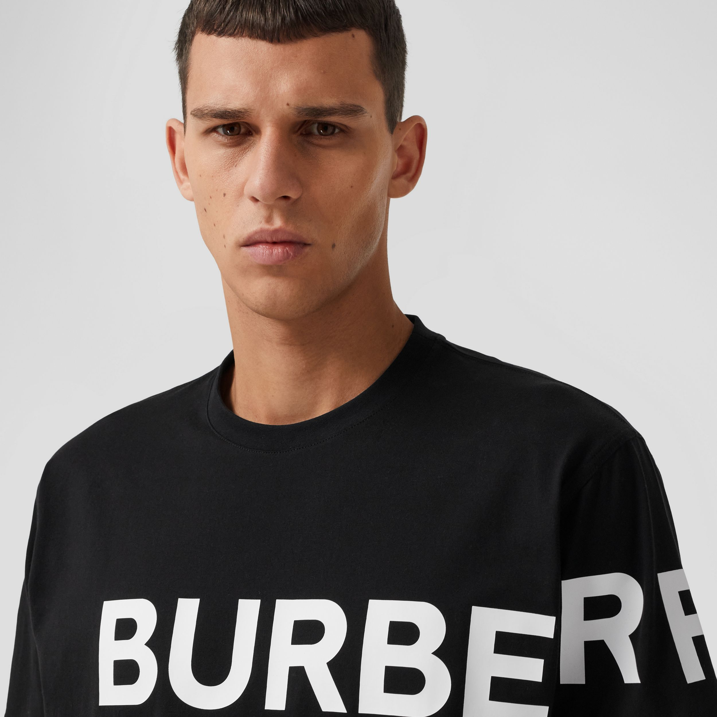 Horseferry Print Cotton Oversized T-shirt in Black/white - Men | Burberry - 2