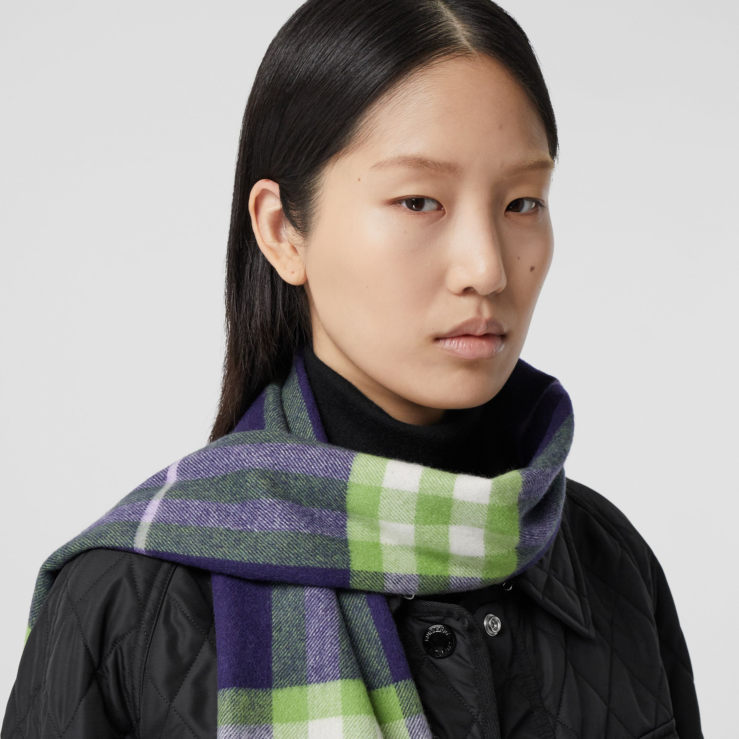 The Classic Check Cashmere Scarf in Bright Indigo/green | Burberry - 3