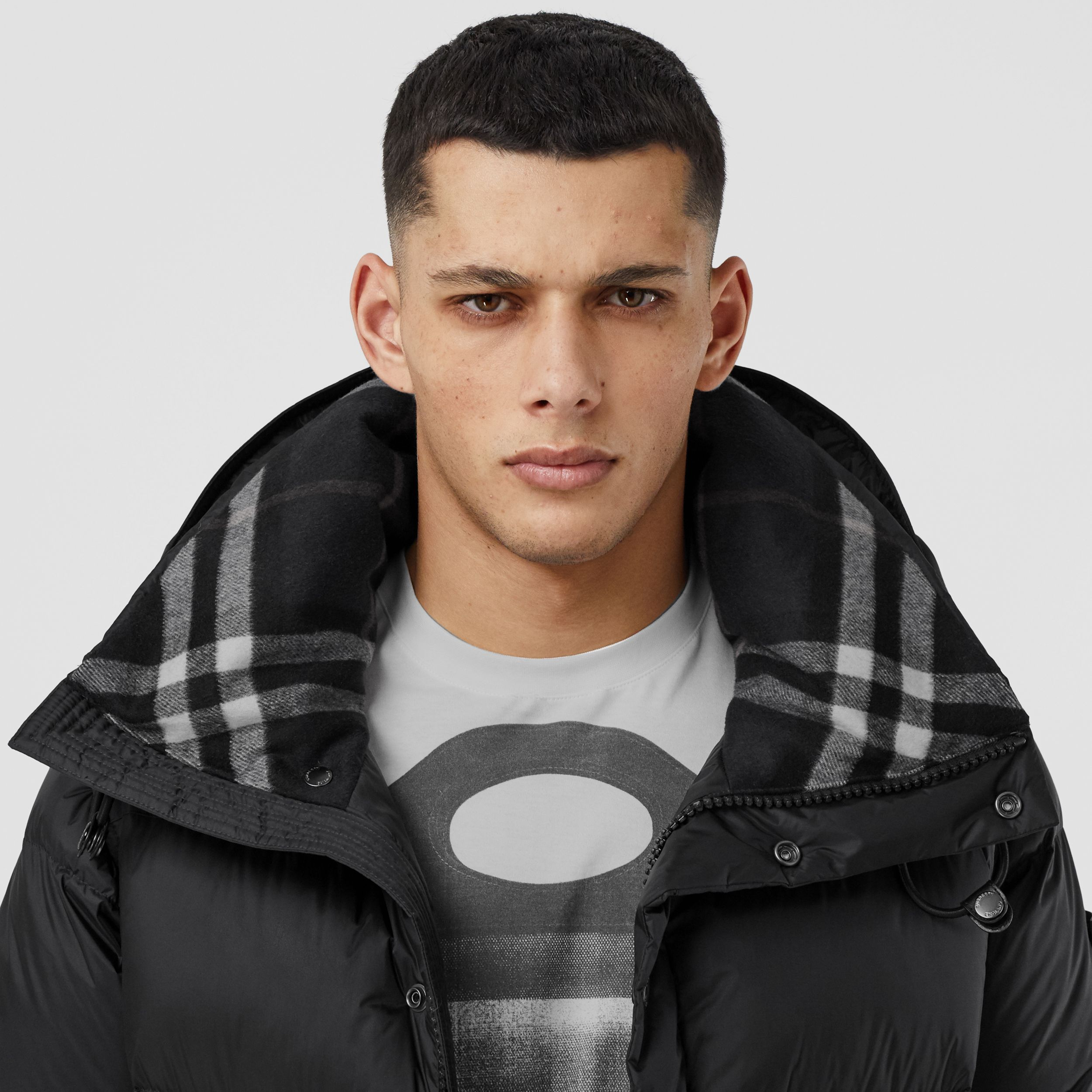 Detachable Sleeve Hooded Puffer Jacket in Black - Men | Burberry United Kingdom - 2