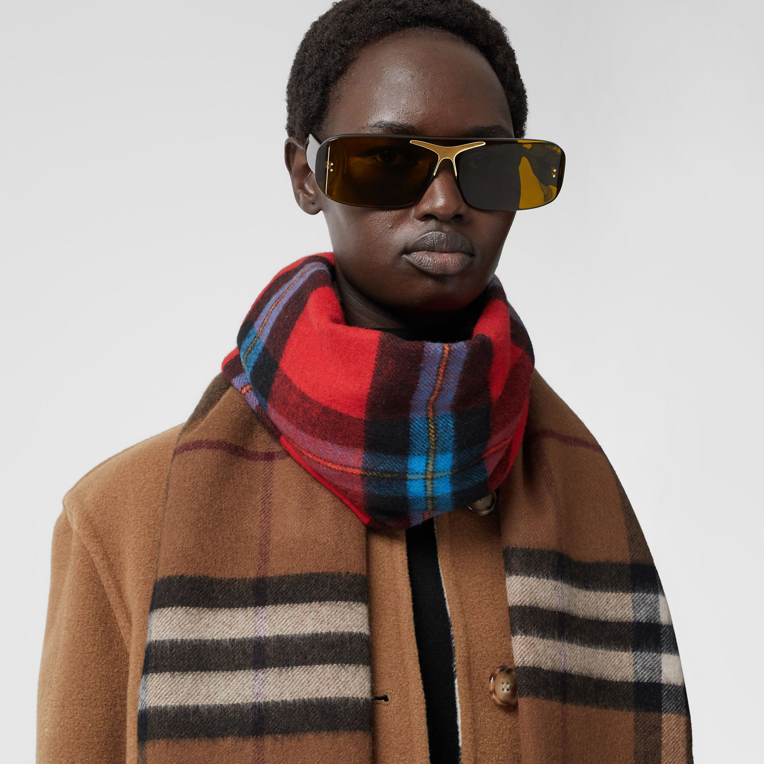 Reversible Contrast Check Cashmere Scarf in Birch Brown | Burberry - 3
