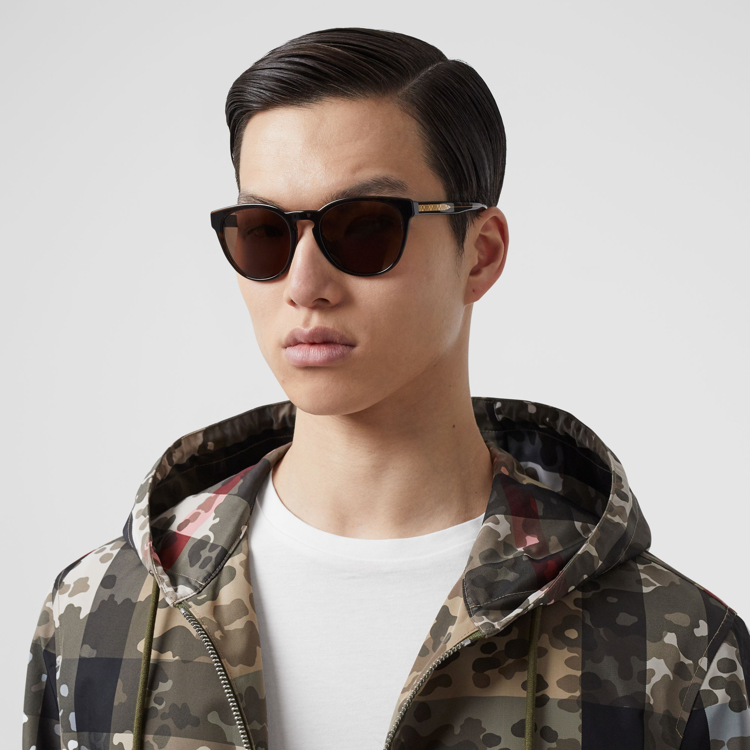 Round Frame Sunglasses in Tortoiseshell - Men | Burberry - 3