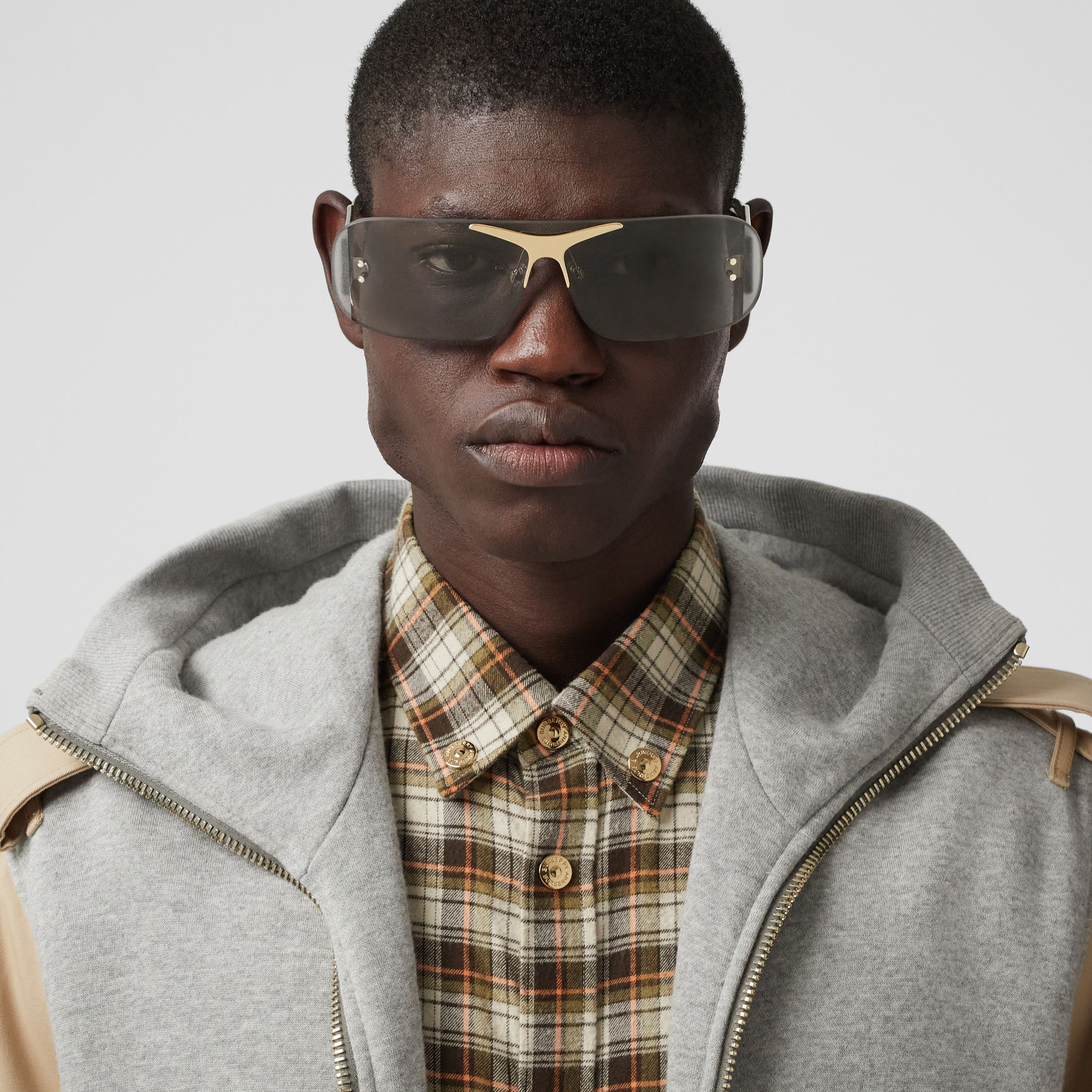 Blake Shield Sunglasses in Light Grey | Burberry - 4